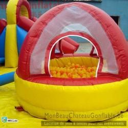 Plaine de jeux gonflable pour petits enfants